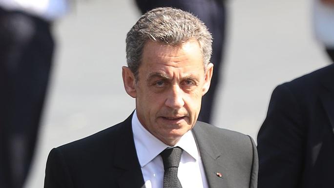 Cựu Tổng thống Pháp Sarkozy ra tòa vì tội tham nhũng trong chiến dịch tranh cử - Ảnh 1.