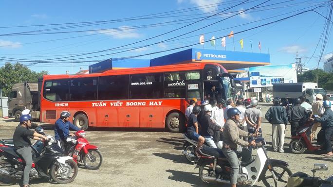 Công an TP Kon Tum nói gì vụ xe khách tông nhau với xe Cảnh sát trật tự? - Ảnh 2.