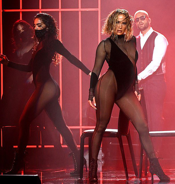 Màn trình diễn của Jennifer Lopez sao chép từ Beyonce? - Ảnh 5.