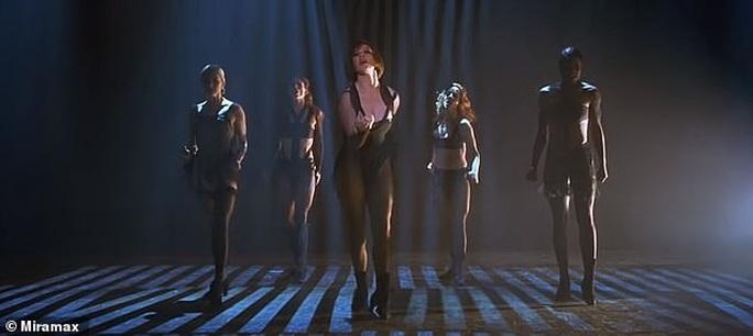 Màn trình diễn của Jennifer Lopez sao chép từ Beyonce? - Ảnh 4.