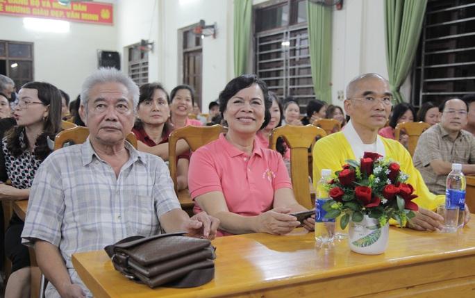 Phu nhân nguyên Chủ tịch nước Trương Tấn Sang tặng 500 áo phao cứu sinh cho ngư dân Quảng Bình - Ảnh 1.