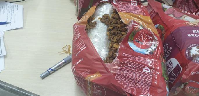 Giấu hơn 20kg ma túy trong các lô hàng quà biếu - Ảnh 1.