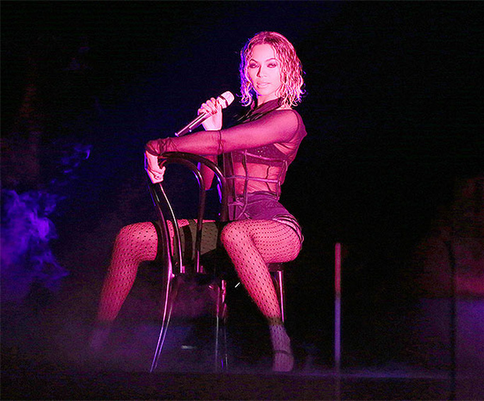 Màn trình diễn của Jennifer Lopez sao chép từ Beyonce? - Ảnh 3.