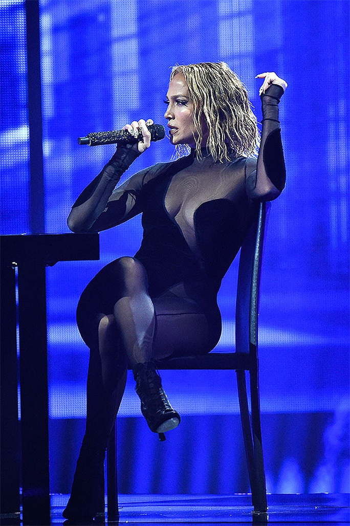 Màn trình diễn của Jennifer Lopez sao chép từ Beyonce? - Ảnh 2.