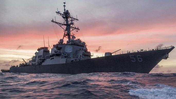 Mỹ phản ứng vụ tàu khu trục bị tàu chiến Nga dọa đâm - Ảnh 1.