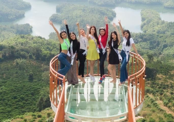 Dàn ứng viên Hoa khôi Du lịch VN 2020 bị chê kém sắc, eo to - Ảnh 1.