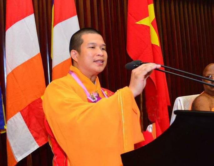 Khởi tố, bắt tạm giam nguyên trụ trì chùa Phước Quang vì lừa đảo - Ảnh 1.