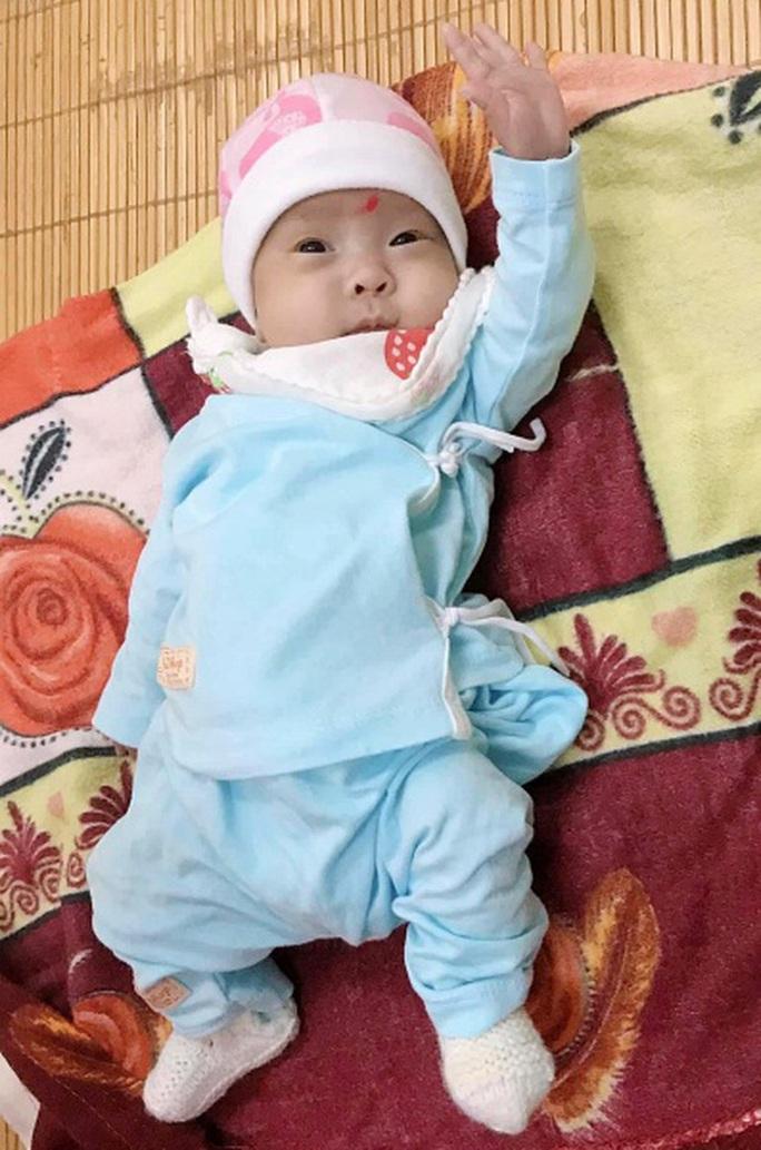 Hành trình kỳ diệu nuôi sống bé sinh non nhẹ cân nhất Việt Nam từ 480 g lên 2,1 kg - Ảnh 4.