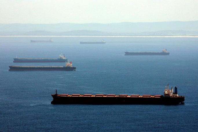 """Trung Quốc """"giam lỏng"""" hơn 50 tàu chở than để trả đũa Úc - Ảnh 1."""