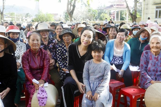 Thực hiện lời hứa, Trịnh Kim Chi mang 2,36 tỉ đồng đến  bà con vùng lũ  - Ảnh 5.