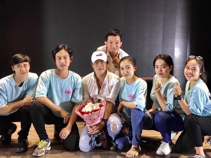 Kép độc Khánh Tuấn truyền nghề cho diễn viên trẻ - Ảnh 4.