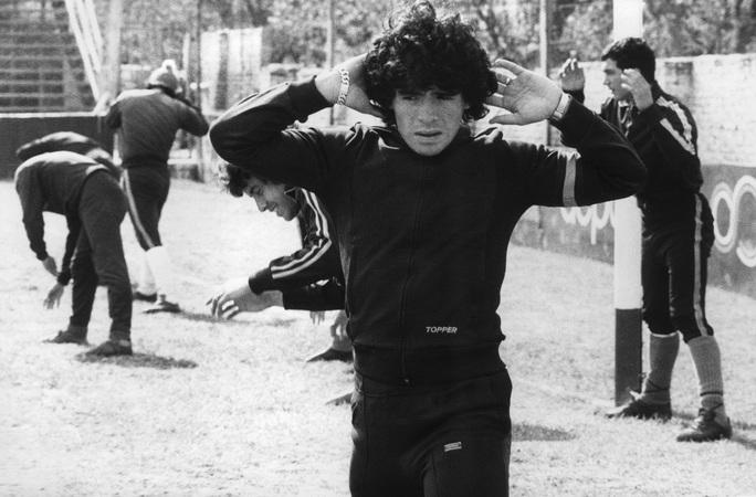 Cuộc đời Diego Armando Maradona qua những tấm ảnh để đời (1960-2020) - Ảnh 2.