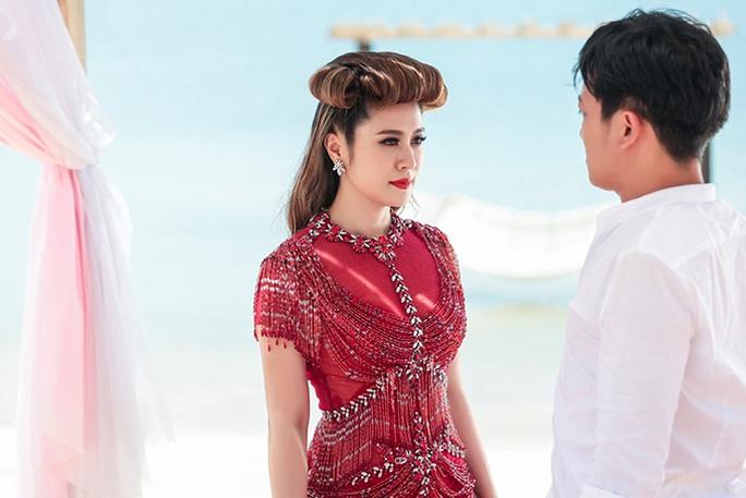 Diễn viên Thanh Thúy khoe vẻ đẹp  gợi cảm - Ảnh 9.