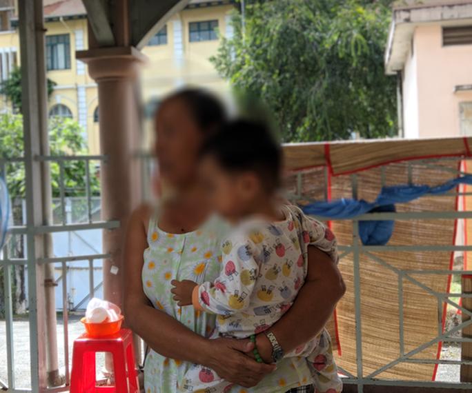 Bé gái ở quận 12 bị mẹ đánh chấn thương sọ não  - Ảnh 1.