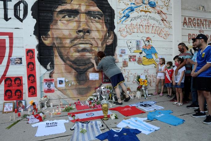Diego Maradona: Một đời lừng lẫy và thị phi - Ảnh 1.