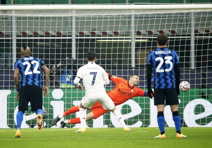 Thẻ đỏ tai hại, Inter Milan trắng tay trước Real Madrid trên sân nhà - Ảnh 3.