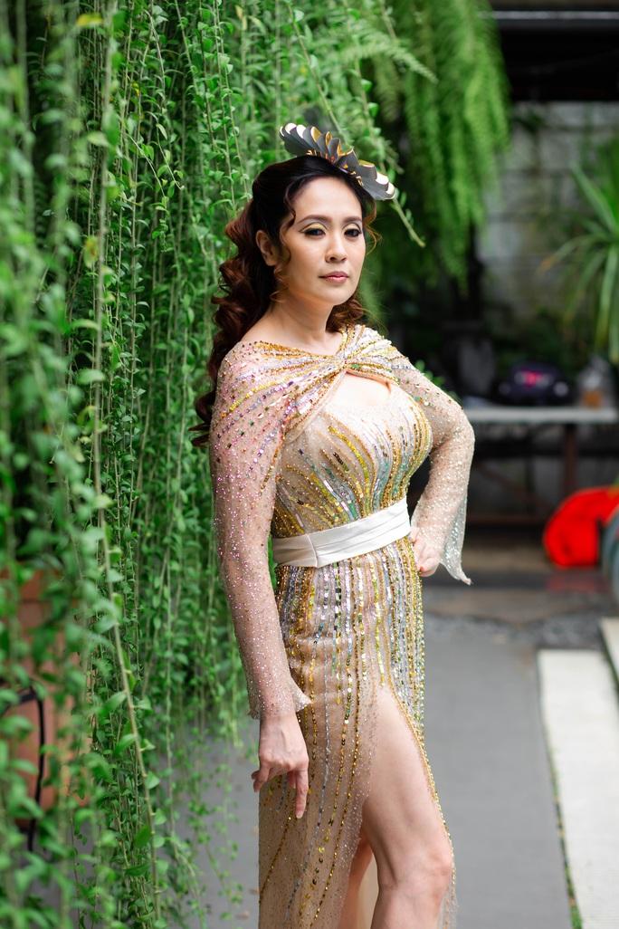 Diễn viên Thanh Thúy khoe vẻ đẹp  gợi cảm - Ảnh 4.