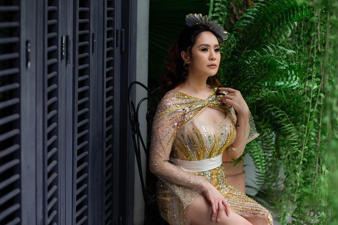 Diễn viên Thanh Thúy khoe vẻ đẹp  gợi cảm - Ảnh 1.