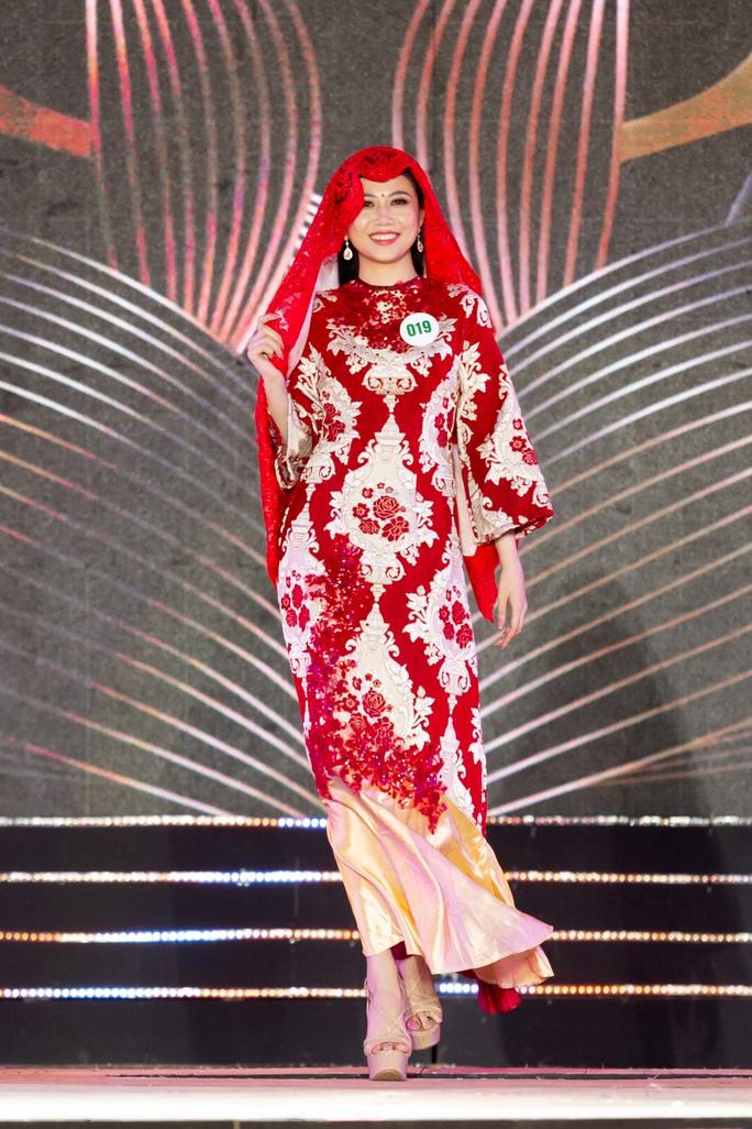 Lạ mắt với trang phục dân tộc của thí sinh Hoa khôi du lịch Việt Nam 2020 - Ảnh 21.