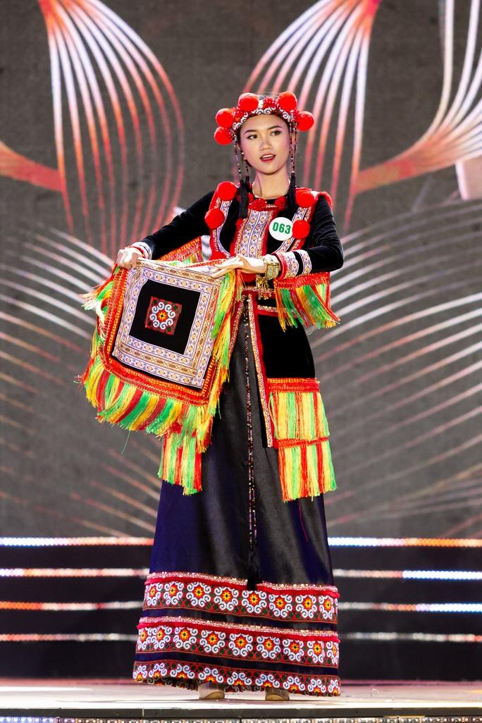 Lạ mắt với trang phục dân tộc của thí sinh Hoa khôi du lịch Việt Nam 2020 - Ảnh 19.