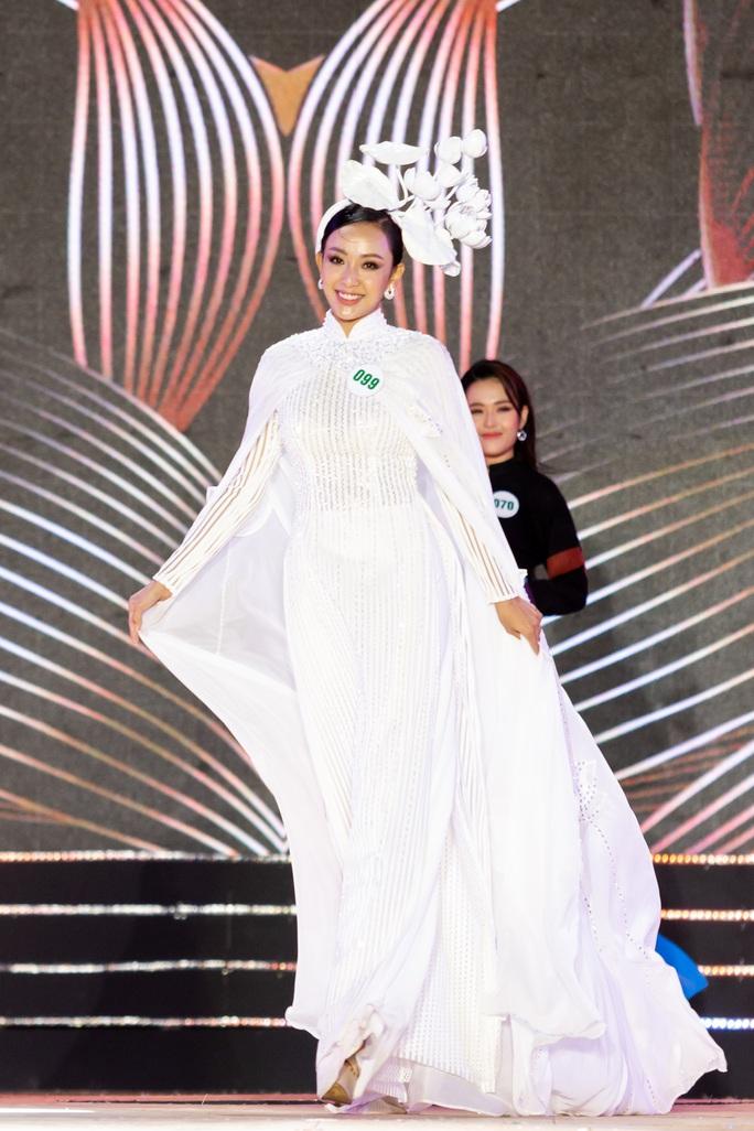 Lạ mắt với trang phục dân tộc của thí sinh Hoa khôi du lịch Việt Nam 2020 - Ảnh 17.