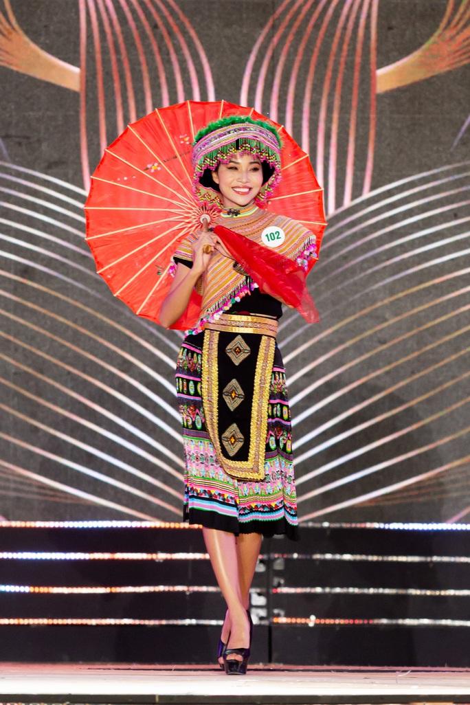 Lạ mắt với trang phục dân tộc của thí sinh Hoa khôi du lịch Việt Nam 2020 - Ảnh 15.