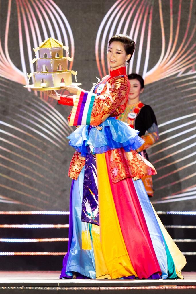 Lạ mắt với trang phục dân tộc của thí sinh Hoa khôi du lịch Việt Nam 2020 - Ảnh 11.