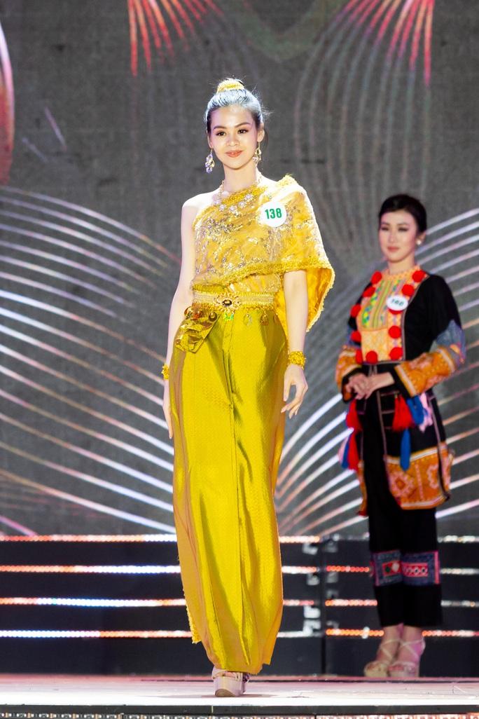 Lạ mắt với trang phục dân tộc của thí sinh Hoa khôi du lịch Việt Nam 2020 - Ảnh 10.