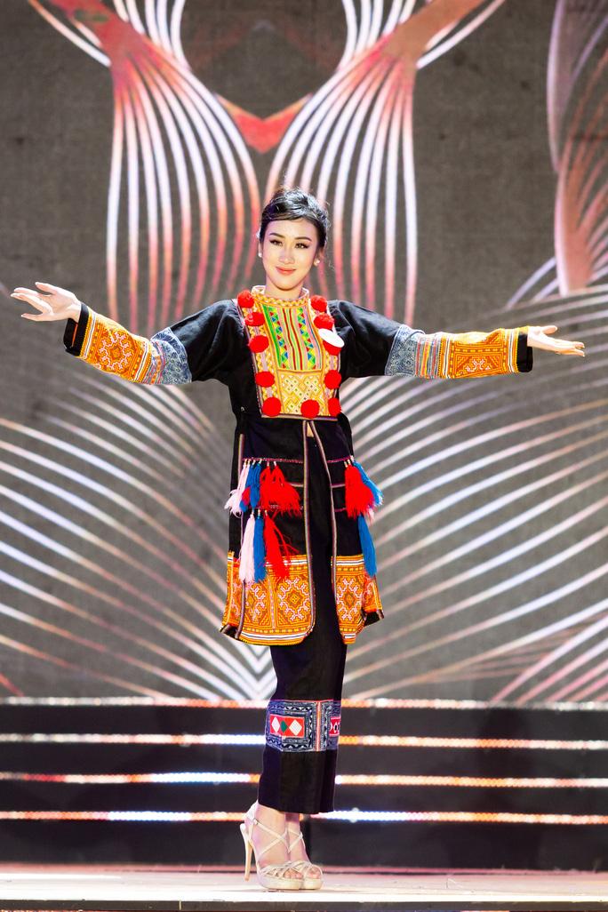 Lạ mắt với trang phục dân tộc của thí sinh Hoa khôi du lịch Việt Nam 2020 - Ảnh 8.