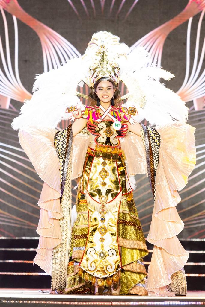 Lạ mắt với trang phục dân tộc của thí sinh Hoa khôi du lịch Việt Nam 2020 - Ảnh 7.