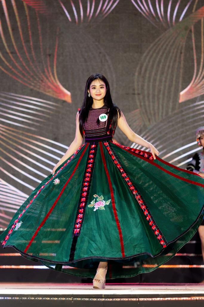 Lạ mắt với trang phục dân tộc của thí sinh Hoa khôi du lịch Việt Nam 2020 - Ảnh 5.