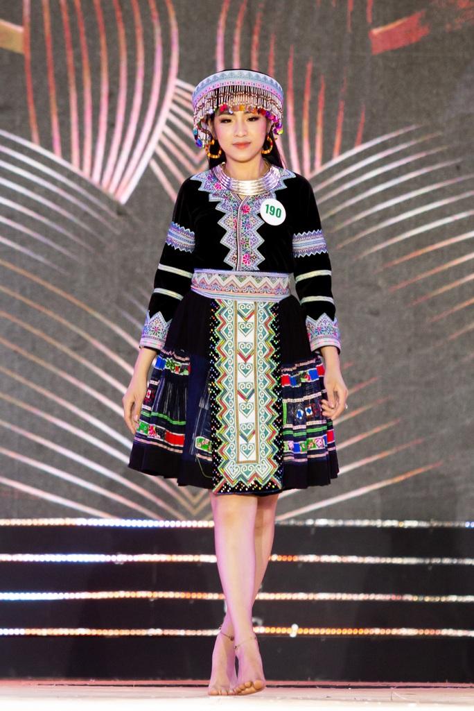 Lạ mắt với trang phục dân tộc của thí sinh Hoa khôi du lịch Việt Nam 2020 - Ảnh 2.