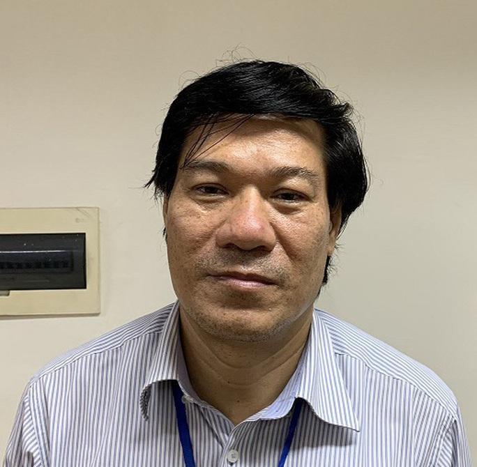 Thổi giá thiết bị phòng chống Covid-19, nguyên giám đốc CDC Hà Nội Nguyễn Nhật Cảm sắp hầu toà - Ảnh 1.
