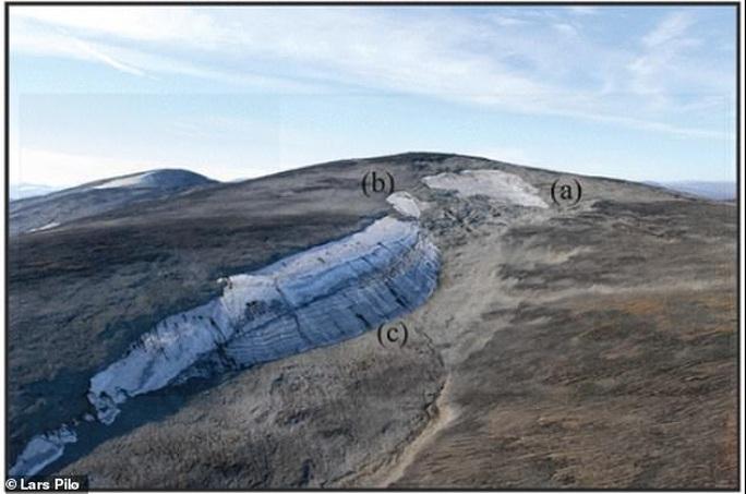 Nắng nóng, kho báu ma quái 6.000 năm tự hiện hình trên núi hoang - Ảnh 2.