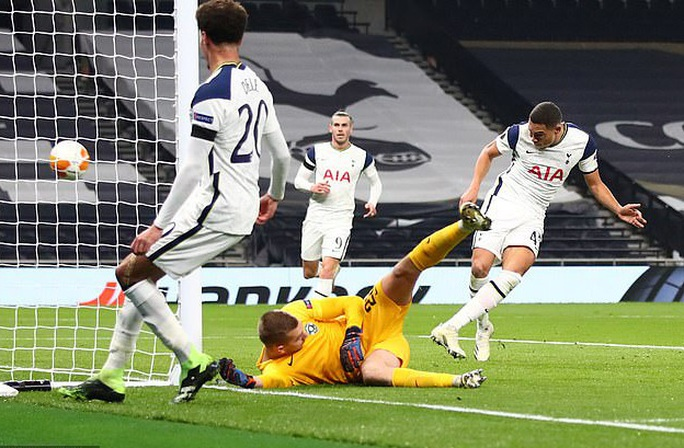 Harry Winks lập siêu phẩm, Tottenham chờ vượt vòng bảng Europa League - Ảnh 3.