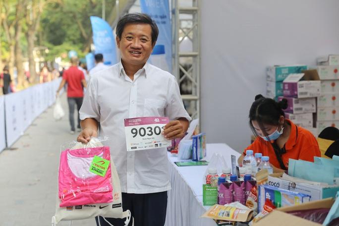 Đang chấn thương, ông Đoàn Ngọc Hải tham gia giải chạy Marathon thứ 7 trong 2 tháng - Ảnh 2.