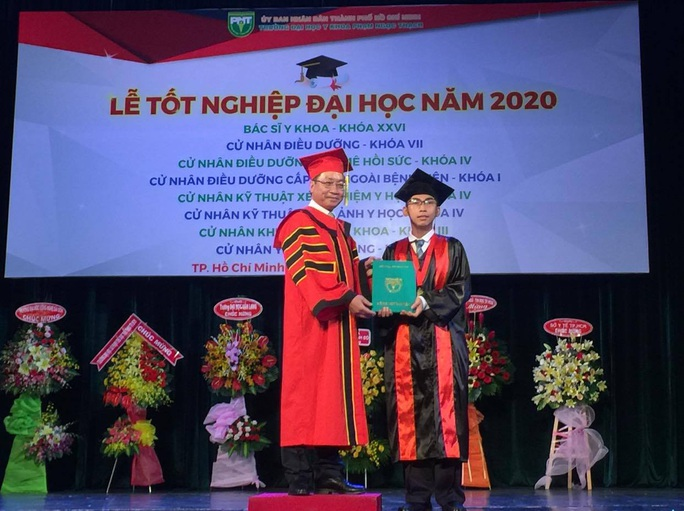 Trao bằng tốt nghiệp cho 915 tân bác sĩ - Ảnh 1.