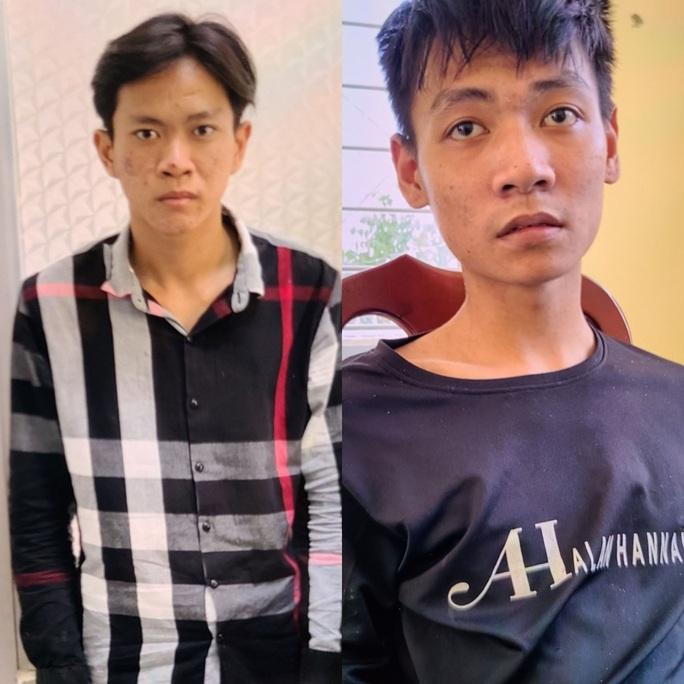 Hai thanh niên dùng dao khống chế nhân viên cây xăng để cướp tiền  - Ảnh 1.
