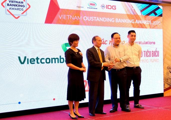 Vietcombank được vinh danh Ngân hàng chuyển đổi số tiêu biểu năm 2020 - Ảnh 1.
