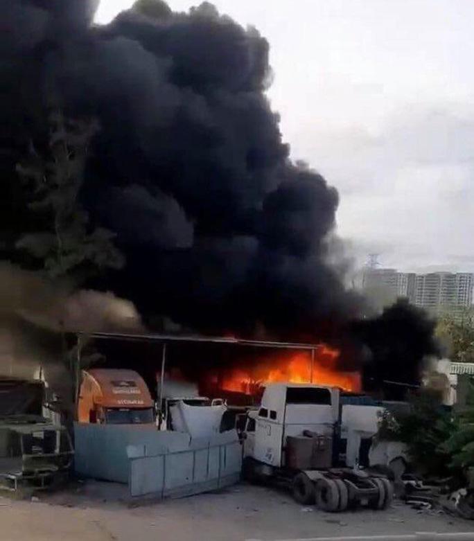 Điều tra vụ hàng loạt ôtô cháy trơ khung ở quận 9, TP HCM - Ảnh 1.