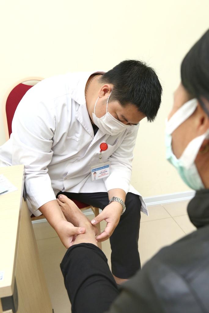 Bác sĩ điểm danh những nghề dễ mắc bệnh suy giãn tĩnh mạch chi - Ảnh 1.