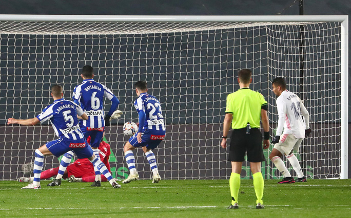 Real Madrid thua sốc sân nhà, Atletico Madrid áp sát ngôi đầu La Liga - Ảnh 4.