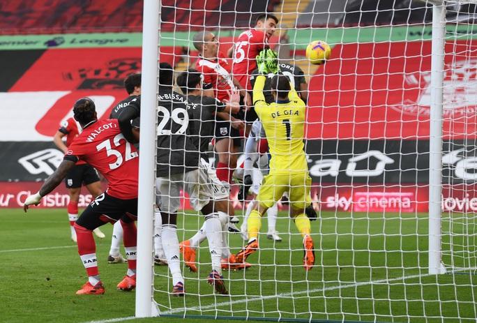 Cavani lập cú đúp siêu hạng, Man United ngược dòng tưng bừng trước Southampton - Ảnh 3.