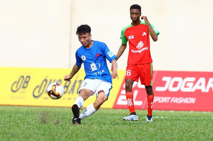 Có ngoại binh, Trường Đại học Tôn Đức Thắng vẫn lỡ hẹn bán kết SV-League - Ảnh 4.