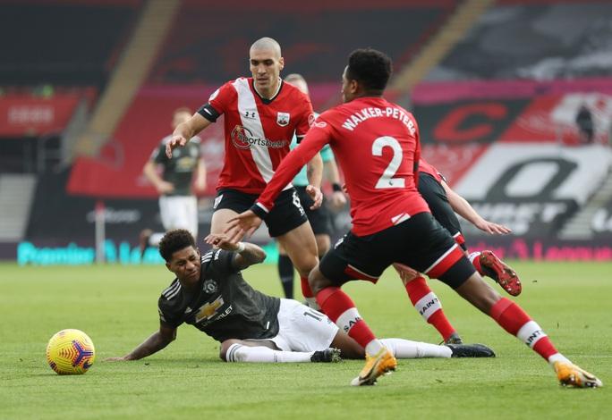 Cavani lập cú đúp siêu hạng, Man United ngược dòng tưng bừng trước Southampton - Ảnh 2.