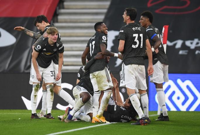 Cavani lập cú đúp siêu hạng, Man United ngược dòng tưng bừng trước Southampton - Ảnh 9.