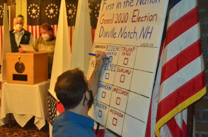 Chính thức bắt đầu bỏ phiếu, hai ông Biden - Trump có chiến thắng đầu tiên - Ảnh 1.