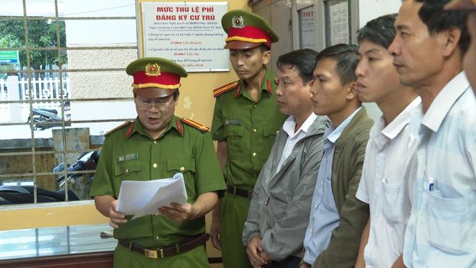 Bắt giữ nguyên Giám đốc Văn phòng Đăng ký đất đai TP Huế - Ảnh 2.