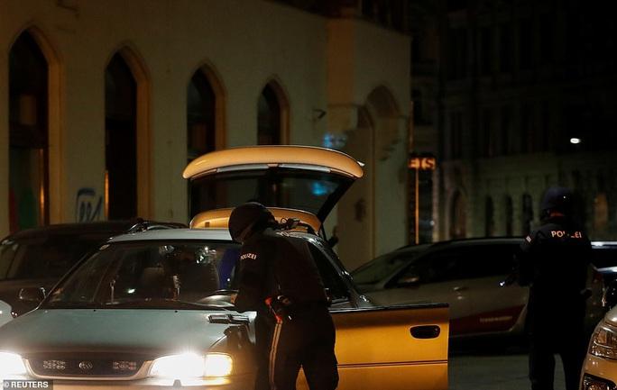 Áo rúng động sau vụ tấn công khủng bố ở trung tâm thủ đô - Ảnh 3.