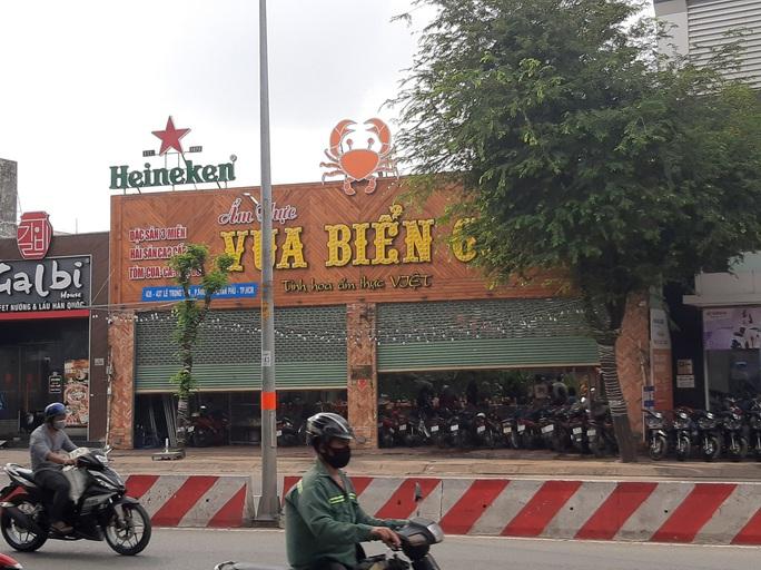 Hỗn chiến ở quận Tân Phú, hàng loạt người bị thương - Ảnh 2.